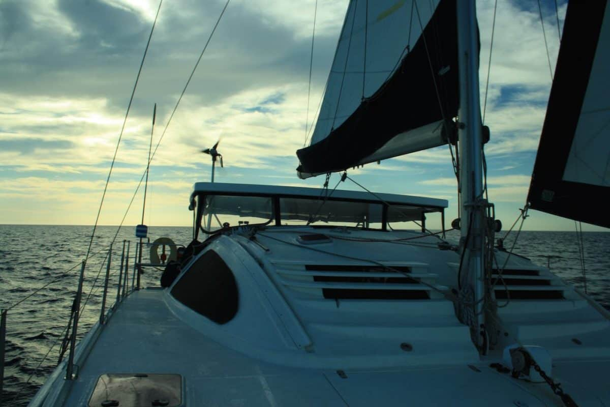 Boat Hitchhiking: How to Get a Ride on a Sailboat