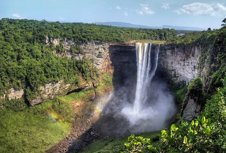 Kaitereur Falls Trek - Guayanne