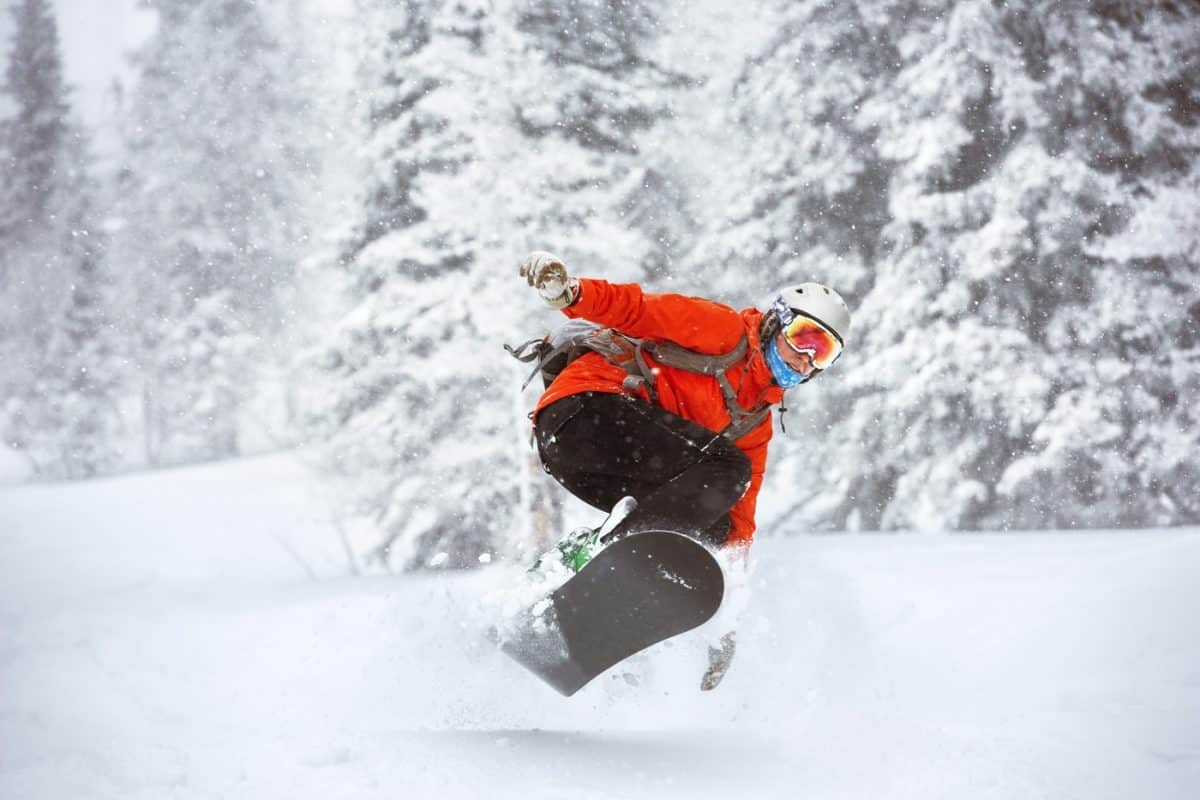 best gifts to give skiers and snowboarders