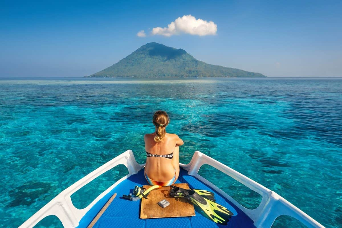 diving liveaboard trips non-divers can have