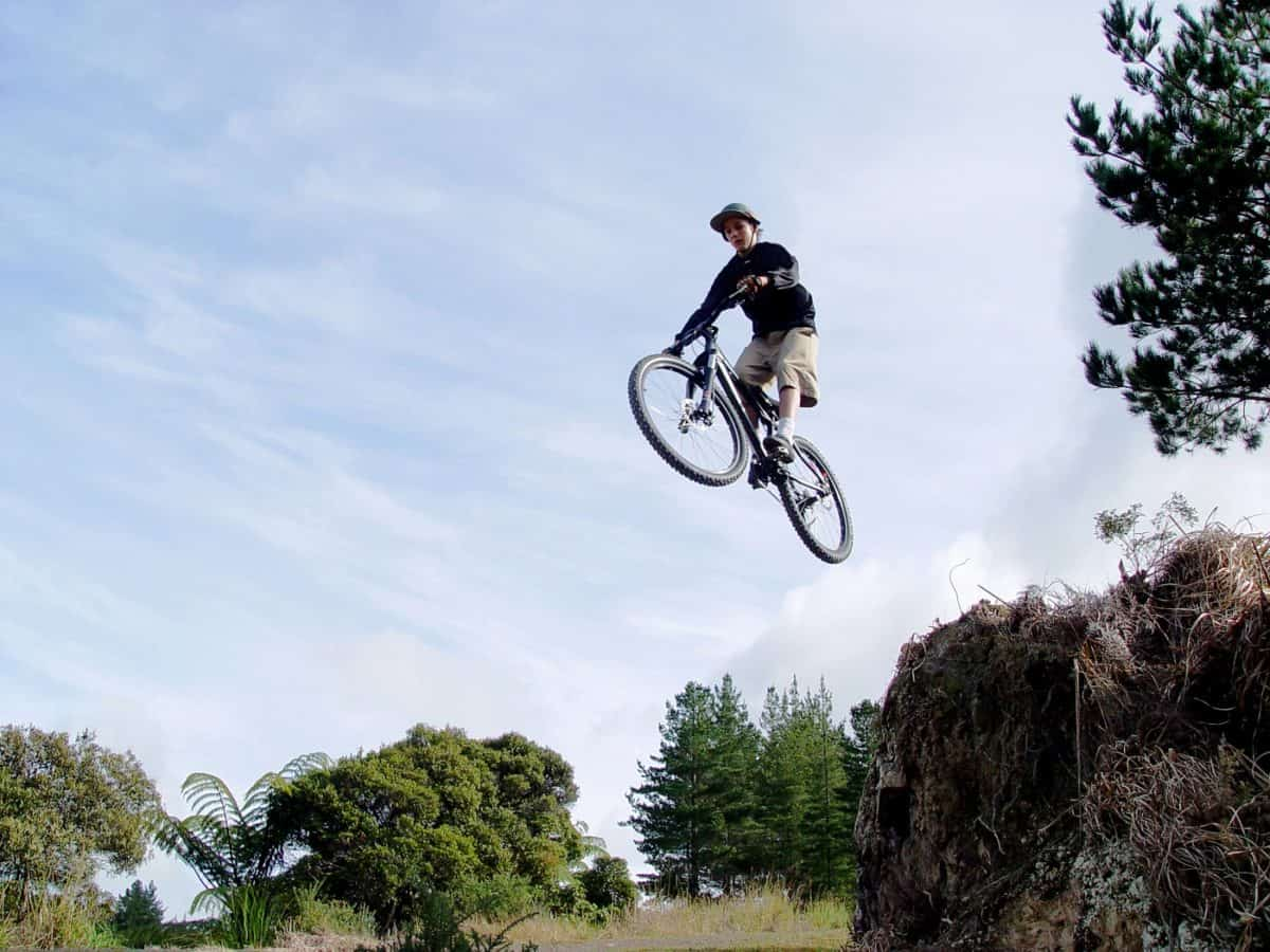 how to jump a mountain bike