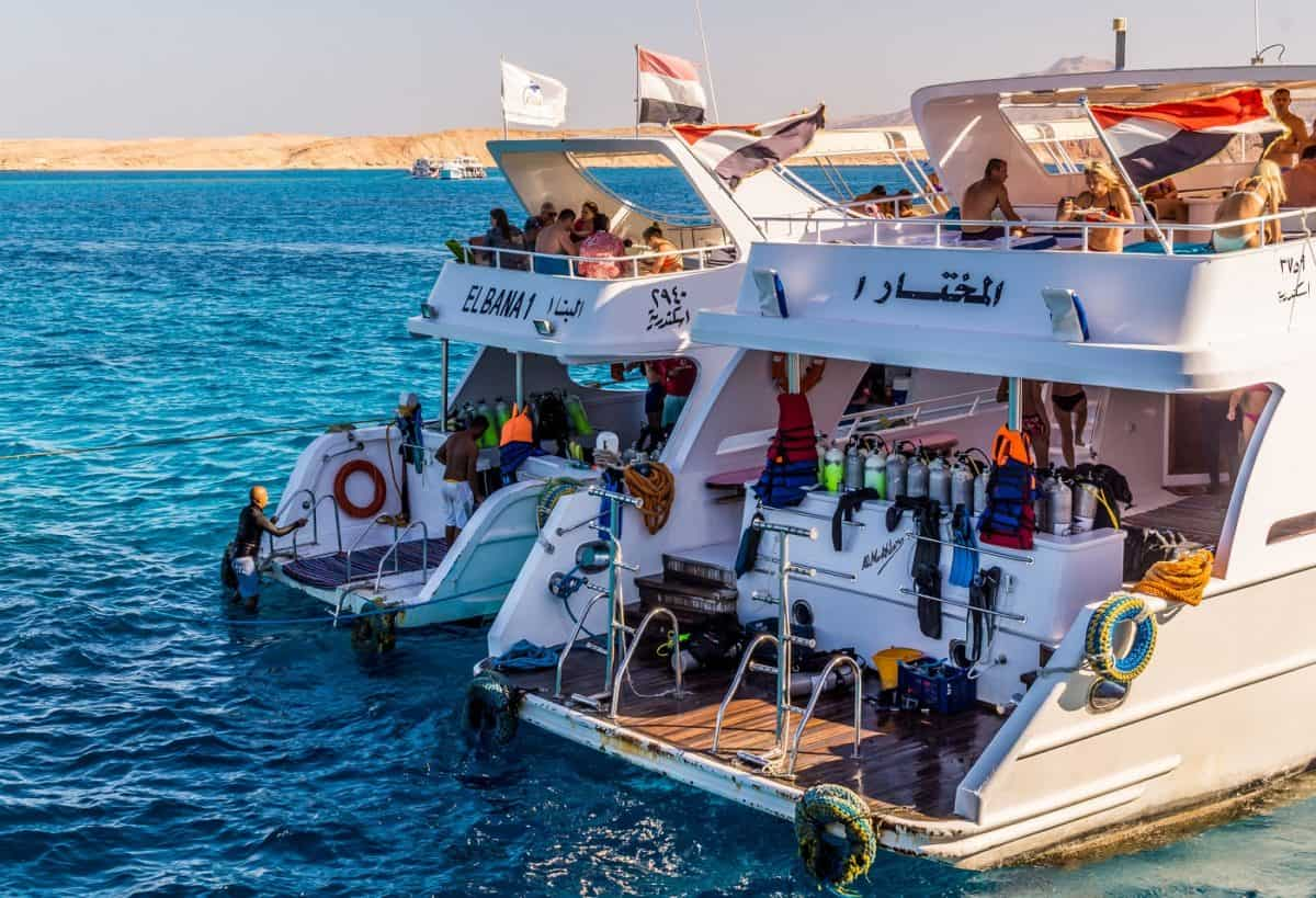 reasons to go on a diving liveaboard