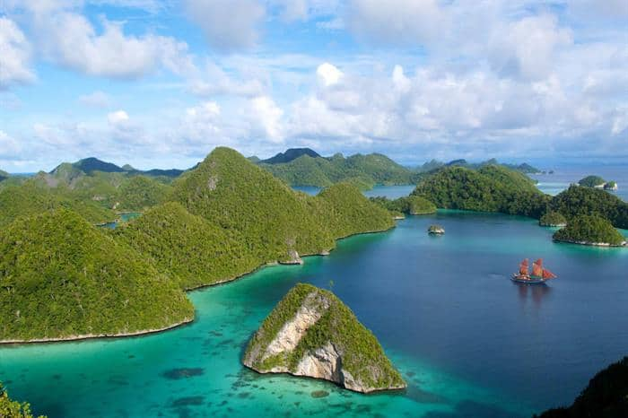 raja ampat diving livearboard reviews